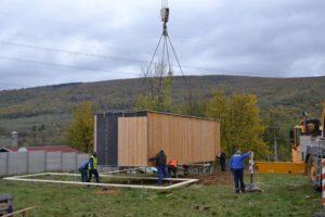 modulární dřevostavby – dvojmodul L / sestava 2 modulů 10x3,5m / Borinka (SK)